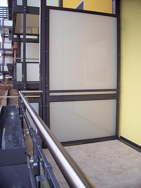 sichtschutz aus glas dsp acryl und hpl platte f r ihren. Black Bedroom Furniture Sets. Home Design Ideas
